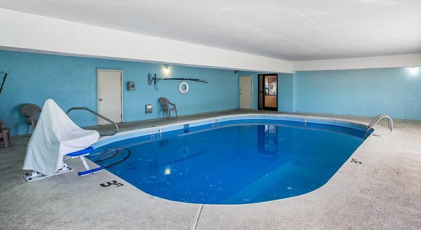 Rodeway Inn & Suites Smyrna - Pool-2