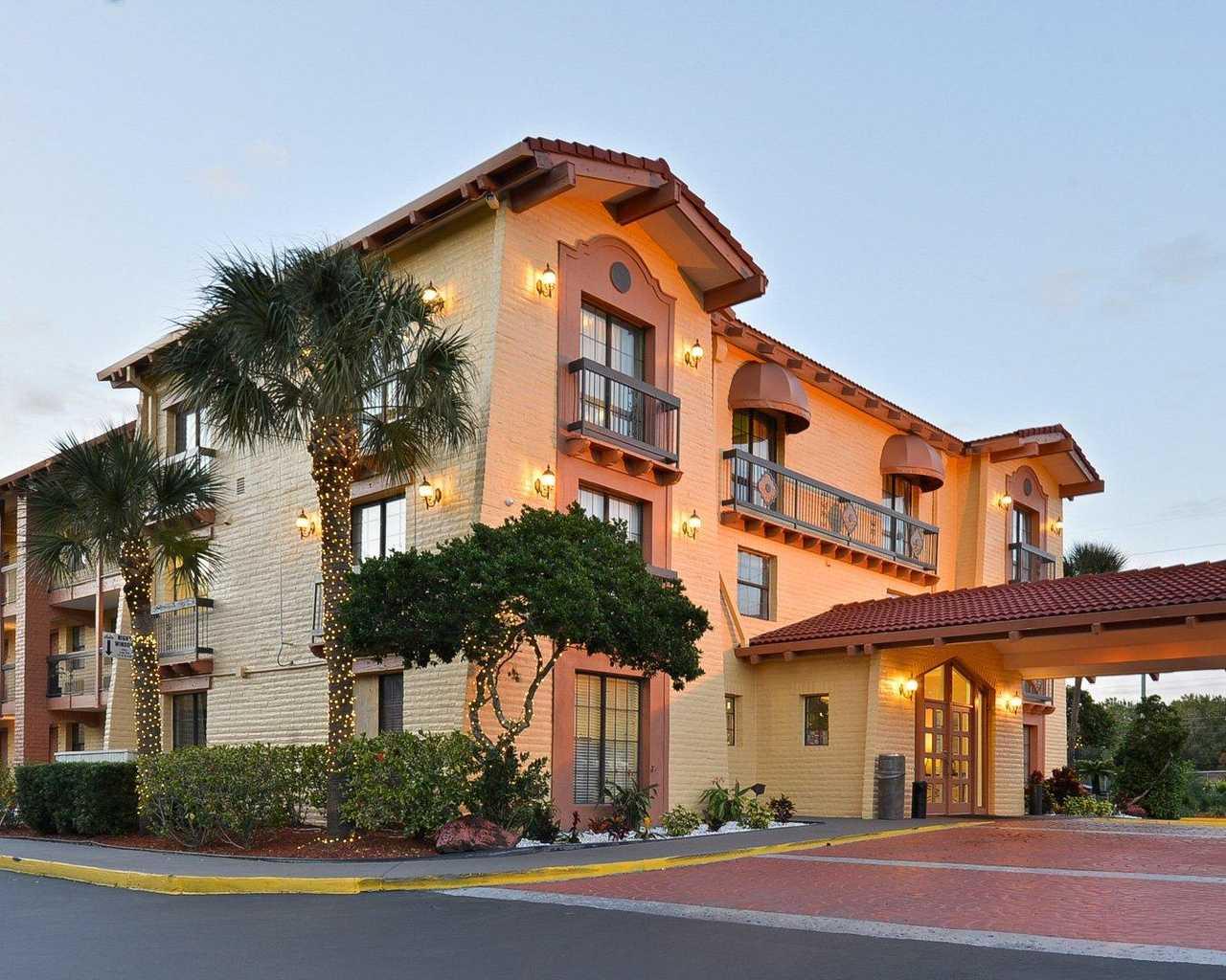 Rodeway Inn & Suites Tampa - Exterior-1