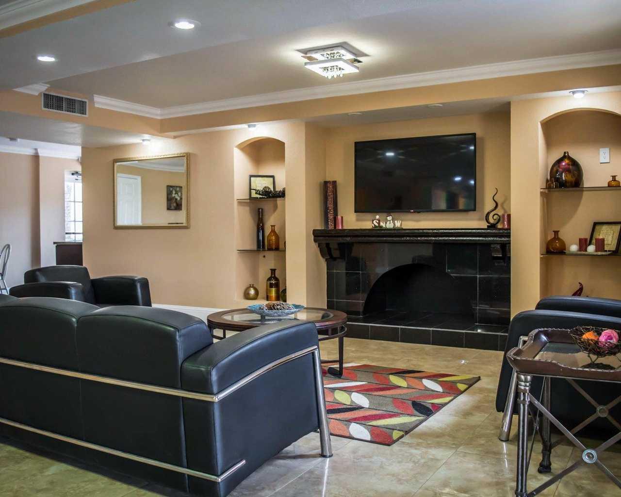 Rodeway Inn & Suites Tampa - Lobby-3