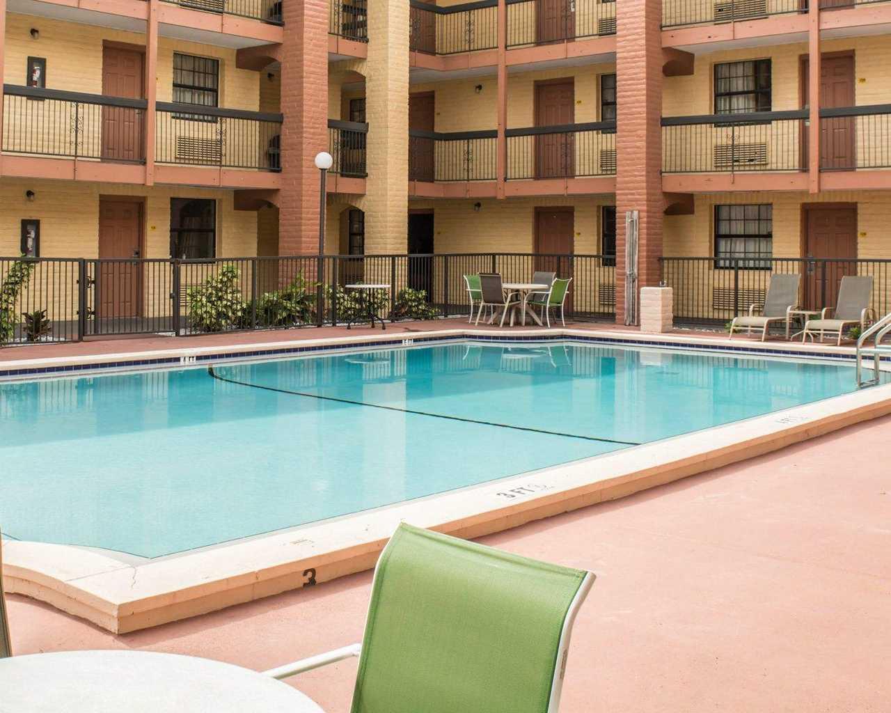 Rodeway Inn & Suites Tampa - Pool-2