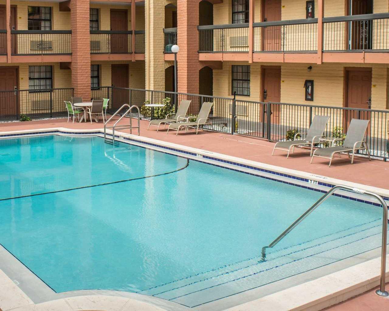 Rodeway Inn & Suites Tampa - Pool-3