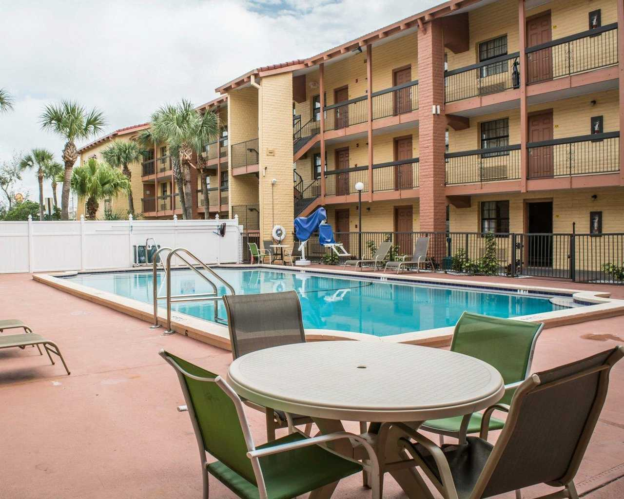 Rodeway Inn & Suites Tampa - Pool-1