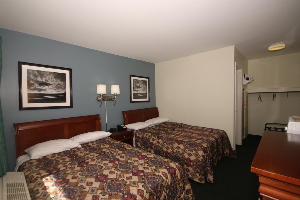 Royal Inn Charlotte Airport Hotel - Double Beds-4