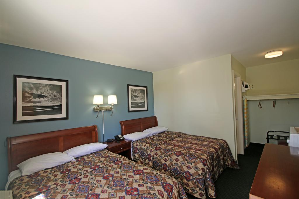 Royal Inn Charlotte Airport Hotel - Double Beds-2