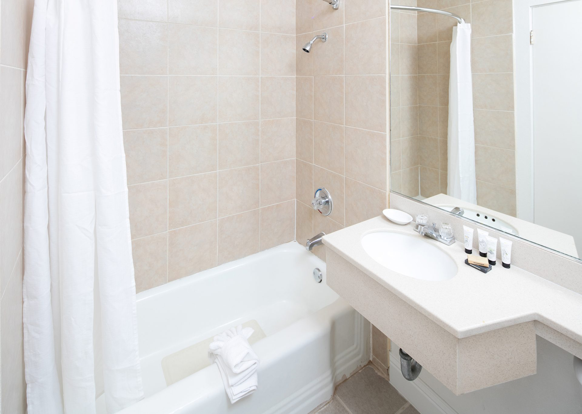 Roy_Inn_and_Suites_Sacramento_Midtown_Room_Bathroom