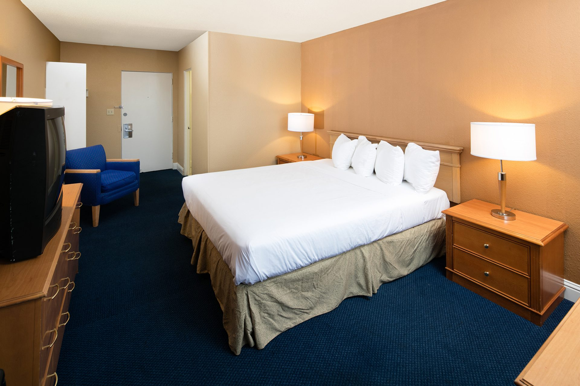 Roy_Inn_and_Suites_Sacramento_Midtown_Single_Bed-1