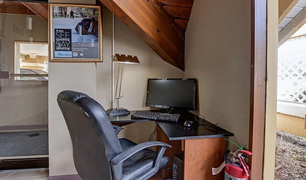Scottish Inn Whippany - Business Center