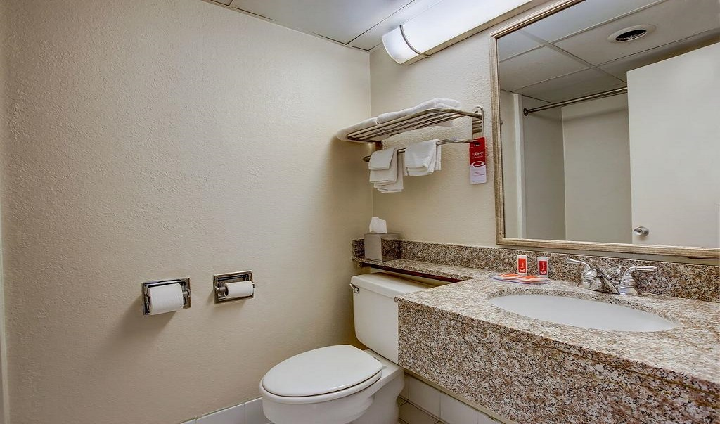 Scottish Inn Whippany - Room Bathtoom
