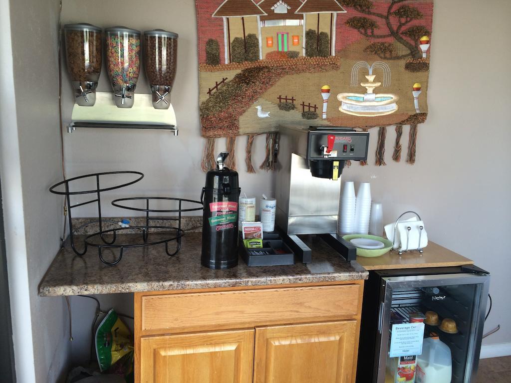 Sleep-Ees Inn Saginaw - Breakfast Area