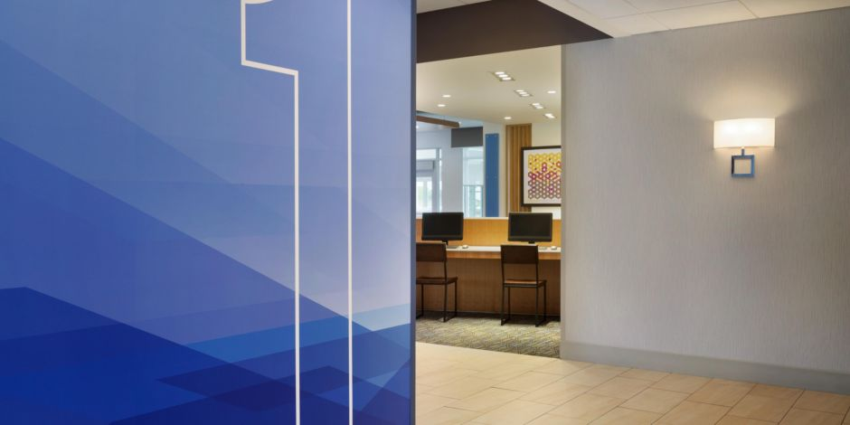 Holiday Inn Express & Suites Clear Spring - Business Center