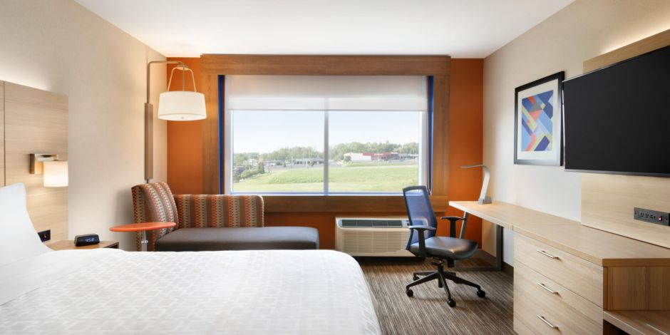 Holiday Inn Express & Suites Clear Spring - Guest Room