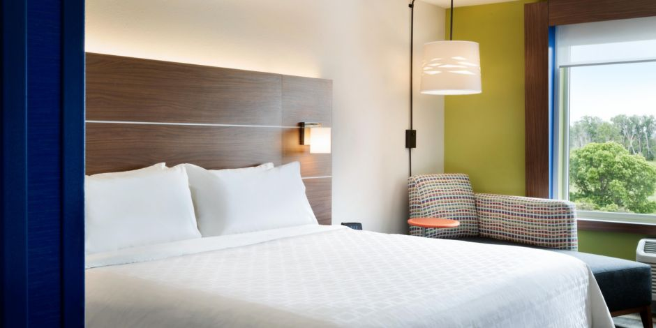 Holiday Inn Express & Suites Clear Spring - Standard King Bed