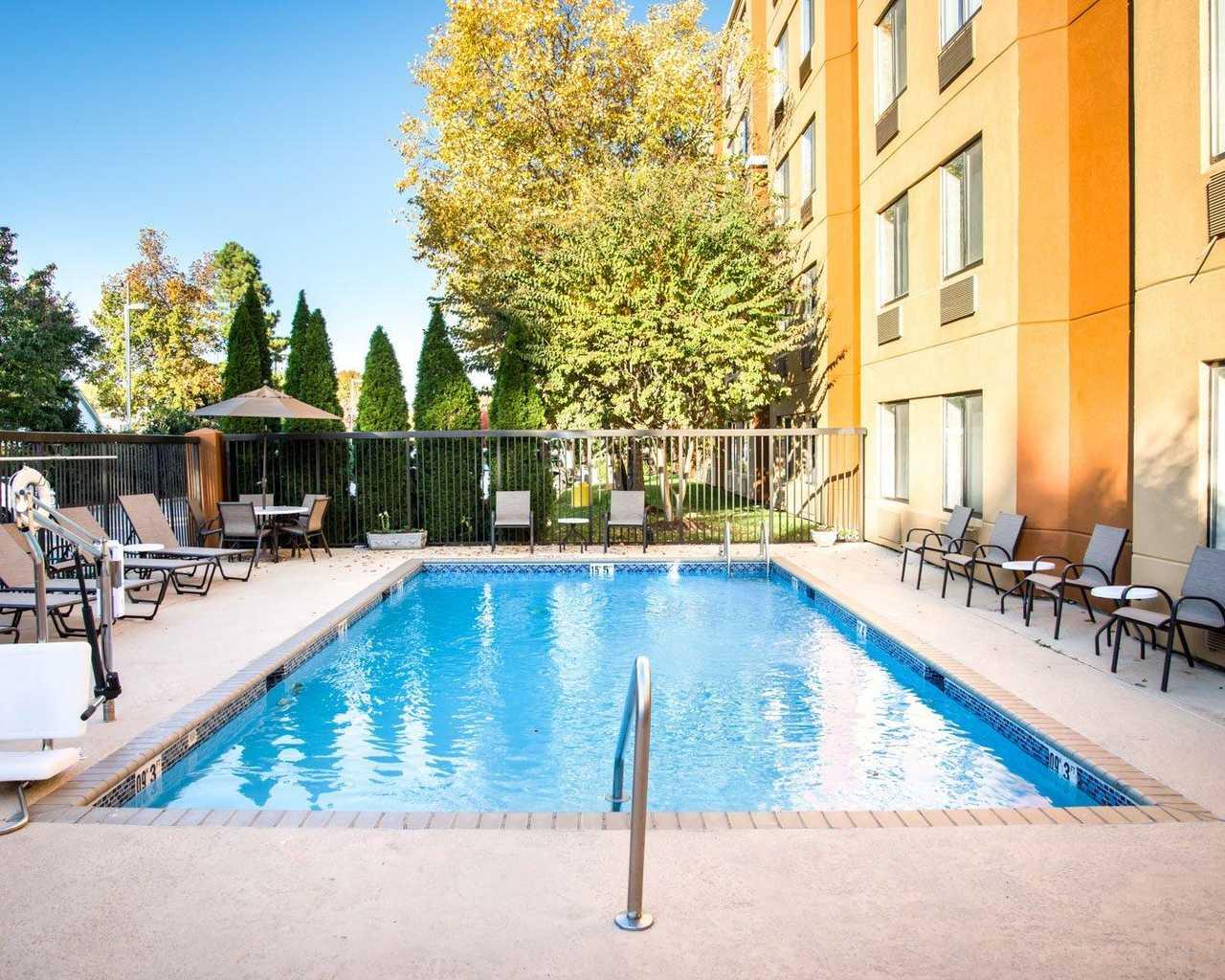 Sleep Inn University Place - Pool-1