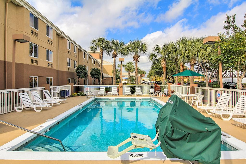 Sleep Inn Ormond Beach - Pool-2