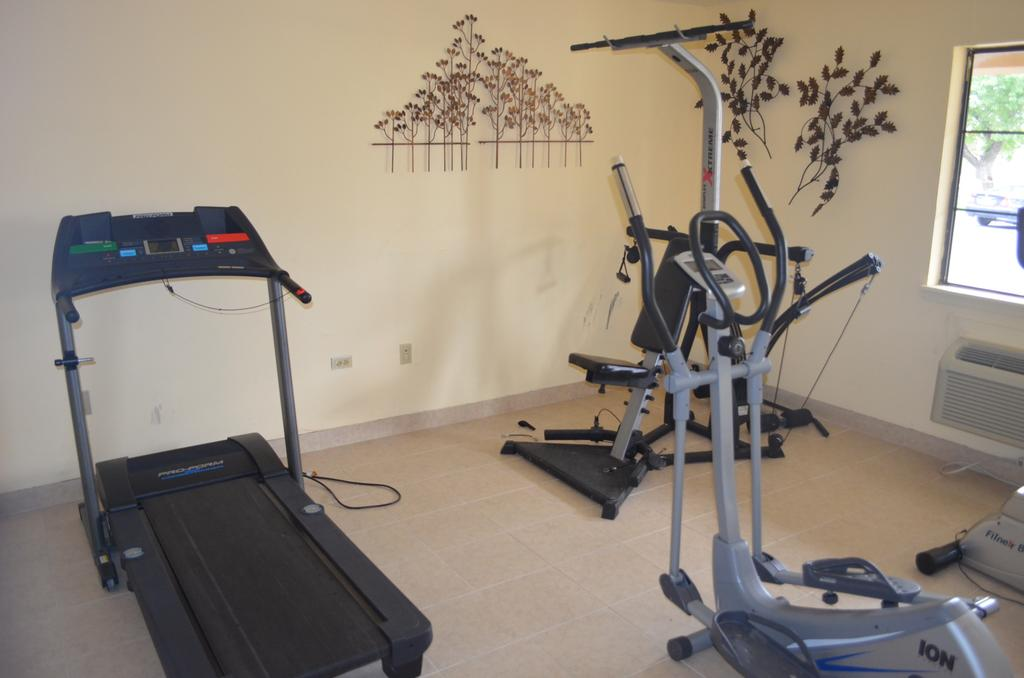 Summit Inn Hotel & Suites - Fitness Facility