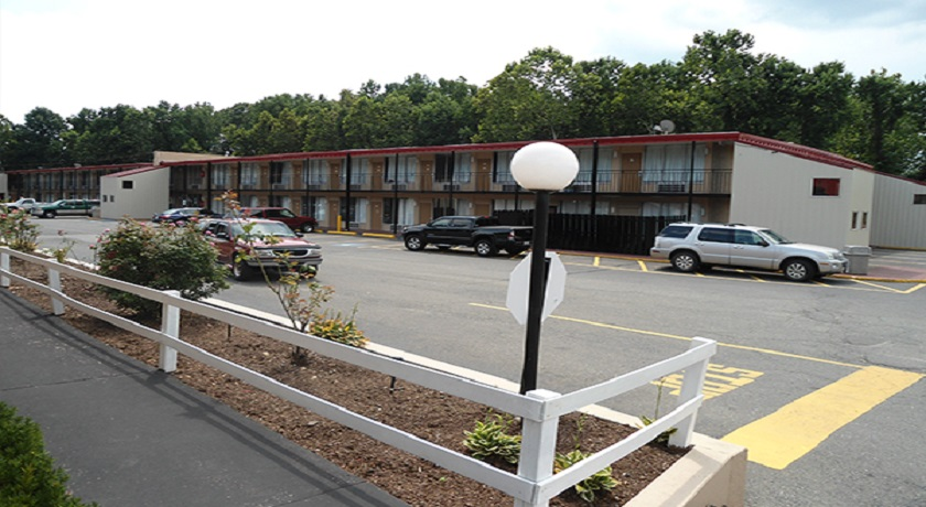 Super Value Inn Fredericksburg - Exterior-2