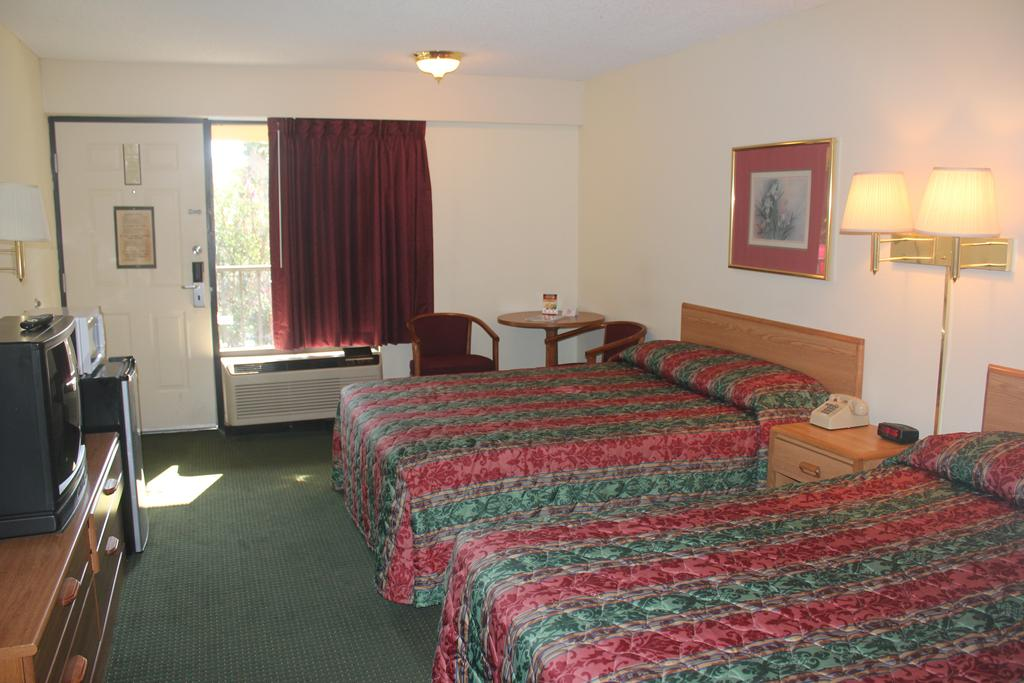 Super Value Inn Valdosta - Double Beds-1