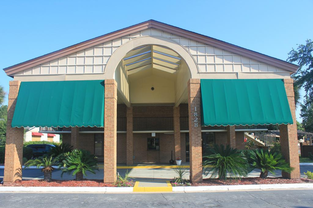 Super Value Inn Valdosta - Exterior-2