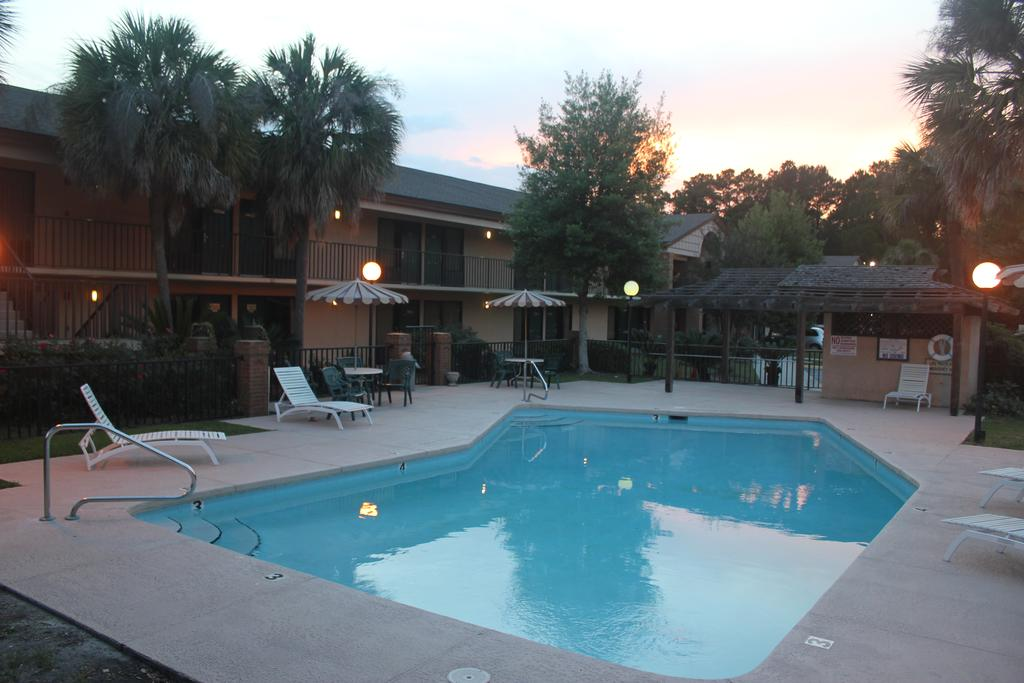 Super Value Inn Valdosta - Pool-1