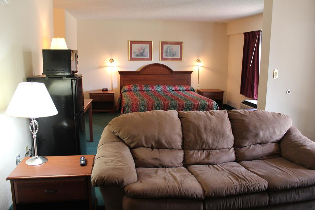 Super Value Inn Valdosta - Single Bed with Sofa
