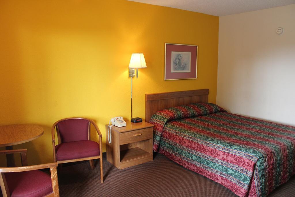 Super Value Inn Valdosta - Single Bed-5