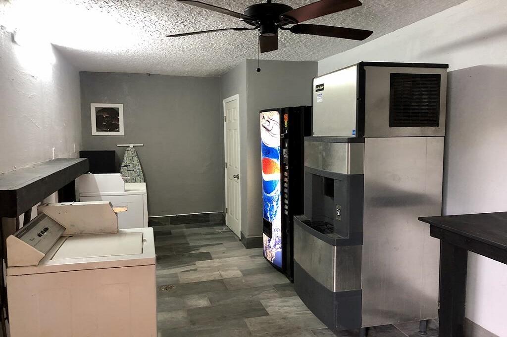 Tarpon Inn - Laundry Area
