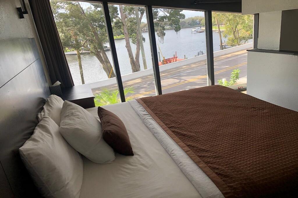 Tarpon Inn - Single Bed Room-2