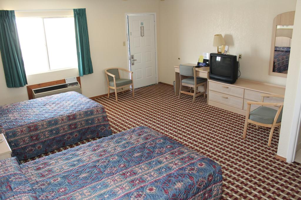Texas Inn and Suites San Benito - Double Beds 2 Room