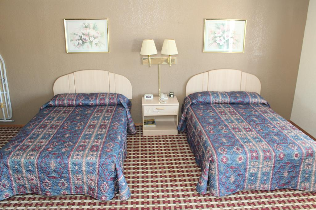 Texas Inn and Suites San Benito - Double Beds