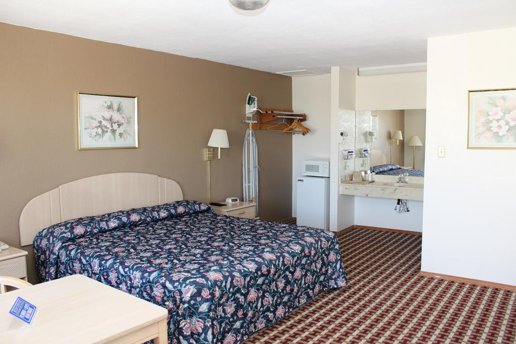 Texas Inn and Suites San Benito - King Bed Room