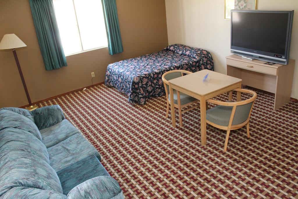 Texas Inn and Suites San Benito - Single Bed with Sofa