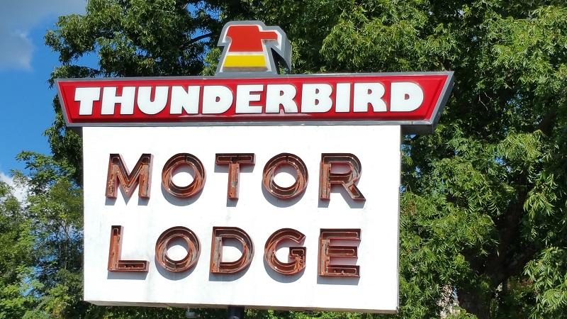 Thunderbird Motor Lodge - Exterior-1