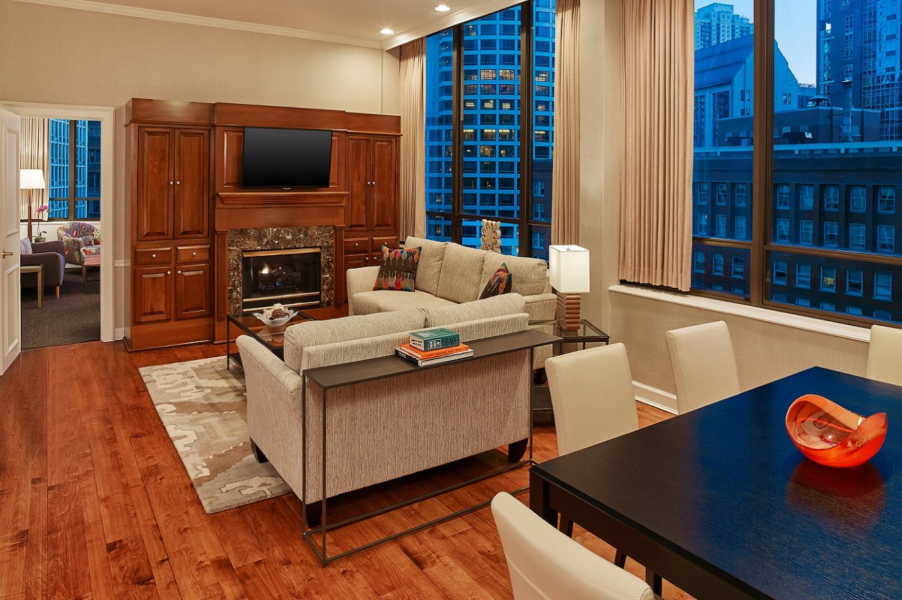 Tremont Chicago Hotel - Chestnut Penthouse Suite Living Room