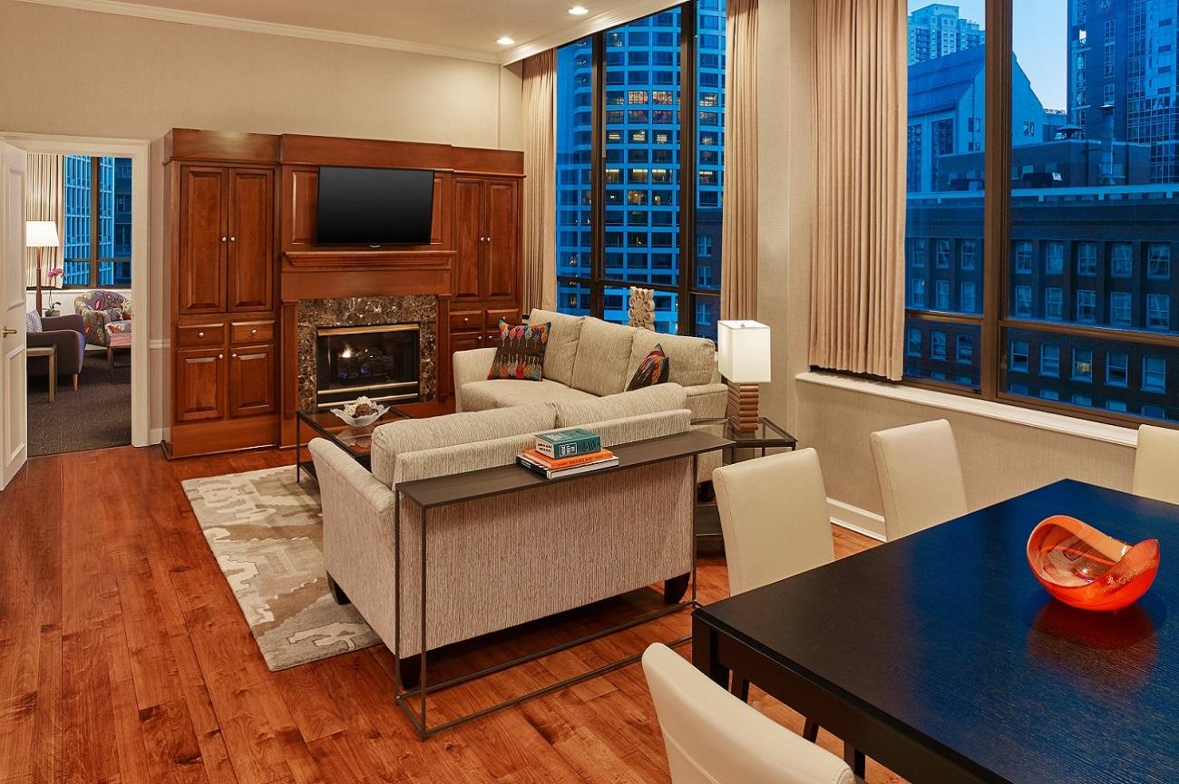 Tremont Chicago Hotel - Chestnut Penthouse Suite Living Room