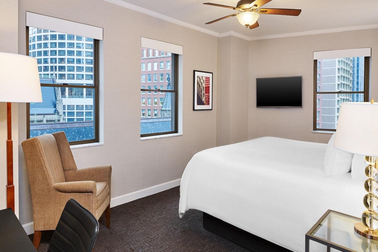 Tremont Chicago Hotel - Deluxe Corner King Bed