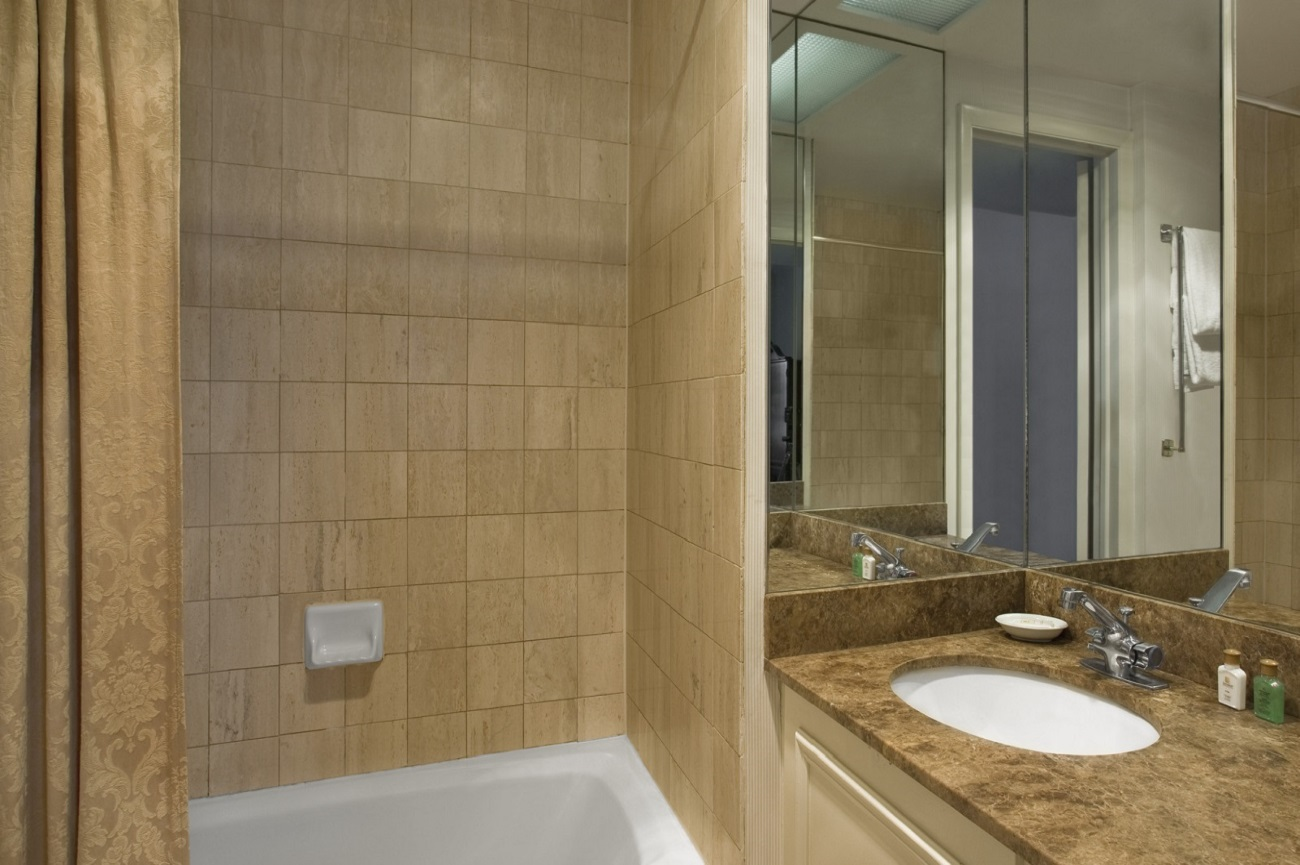 Tremont Chicago Hotel - Guest Room Bathroom