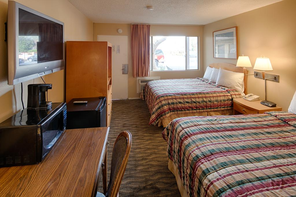 University Inn Chico - Double Beds-2