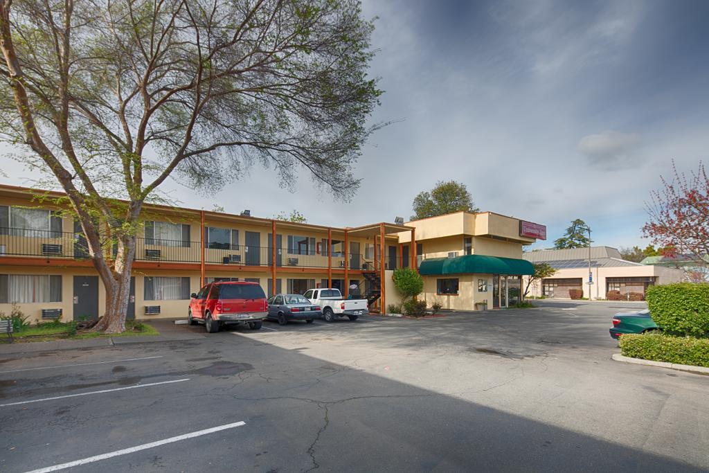 University Inn Chico - Exterior-5