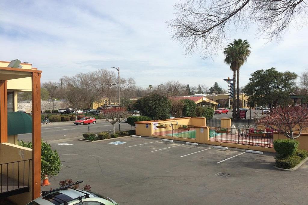 University Inn Chico - Exterior-1