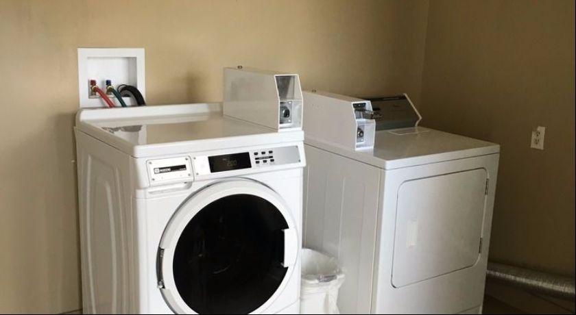 University Lodge Motel - Laundry Facility
