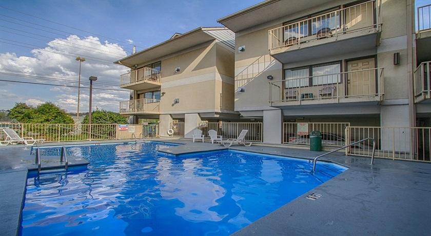 Vacation Lodge - Pool-2